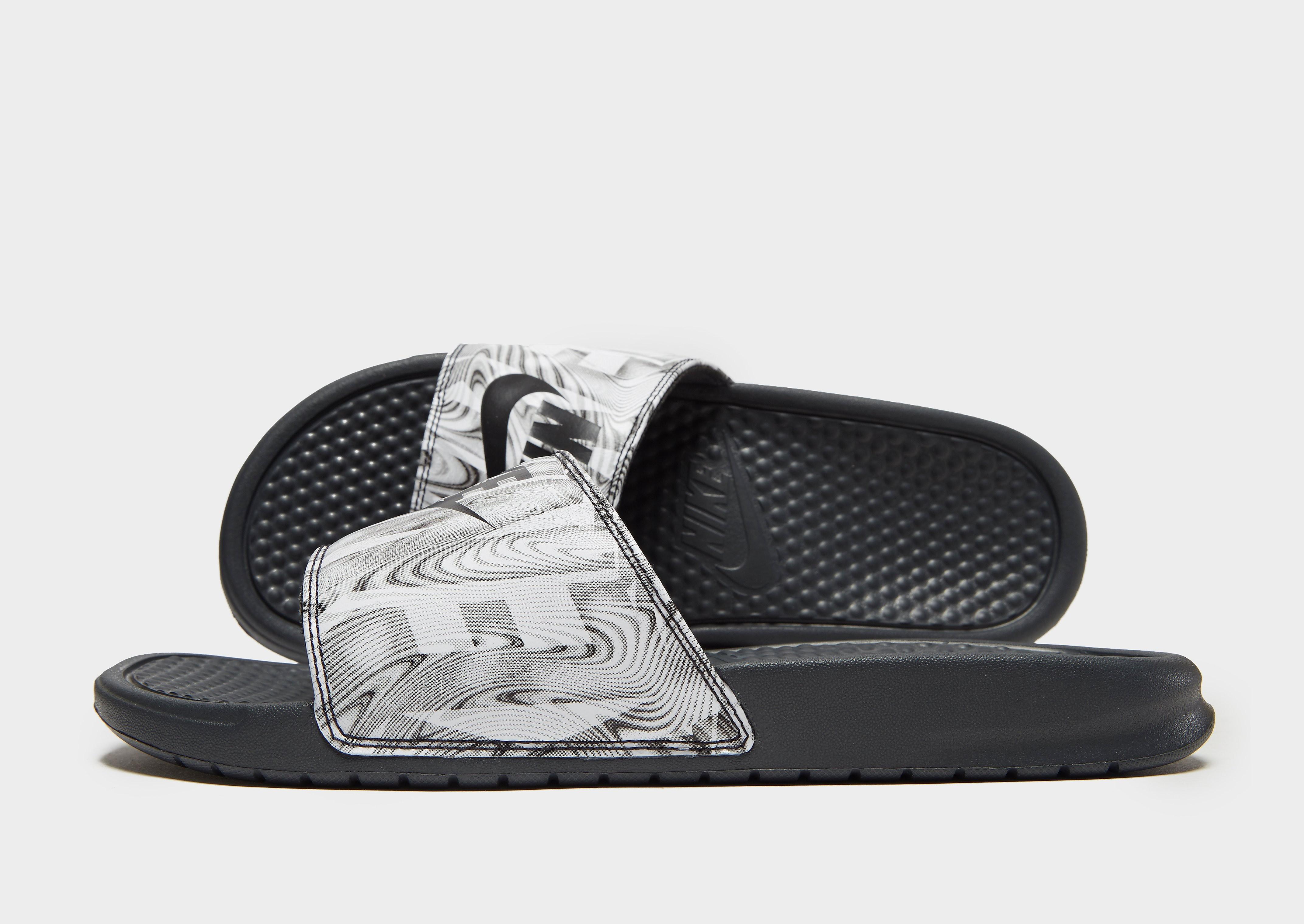 4b743fe1181 Aanbieding: Nike Benassi Se Slides Heren Zwart | Nike met korting