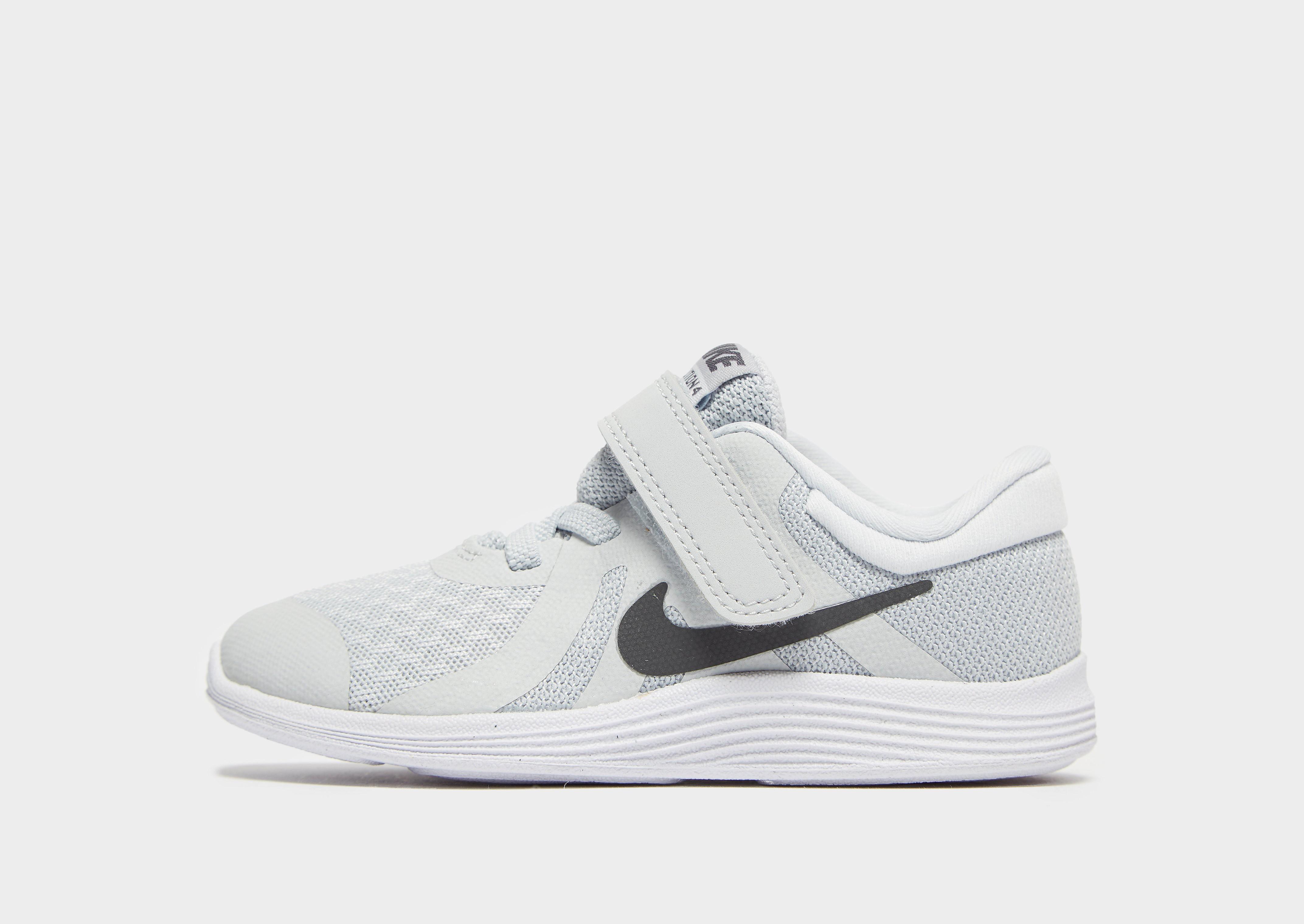 Nike kindersneaker zilver, zwart en grijs