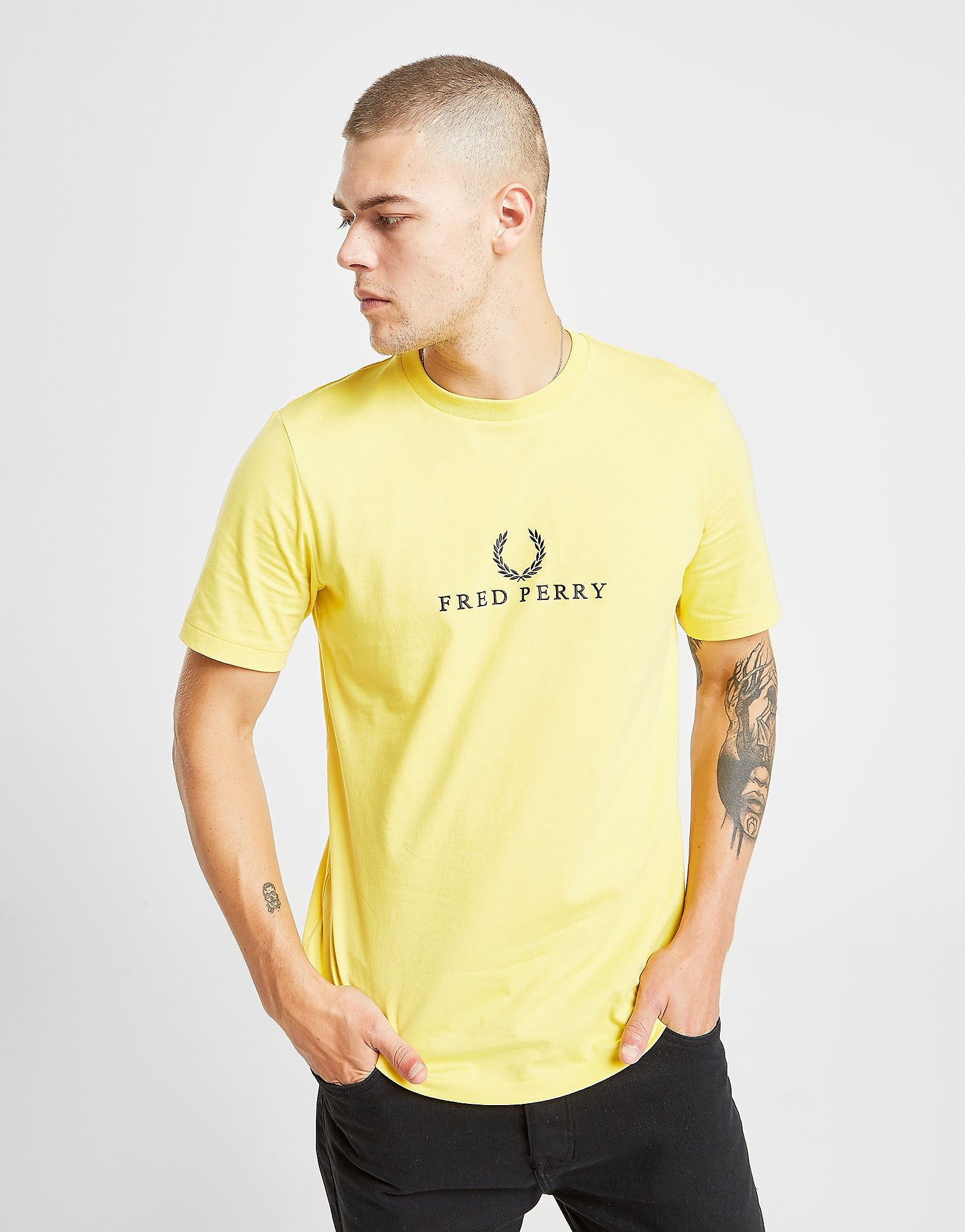 Fred Perry Central Logo T-Shirt Heren Geel Heren