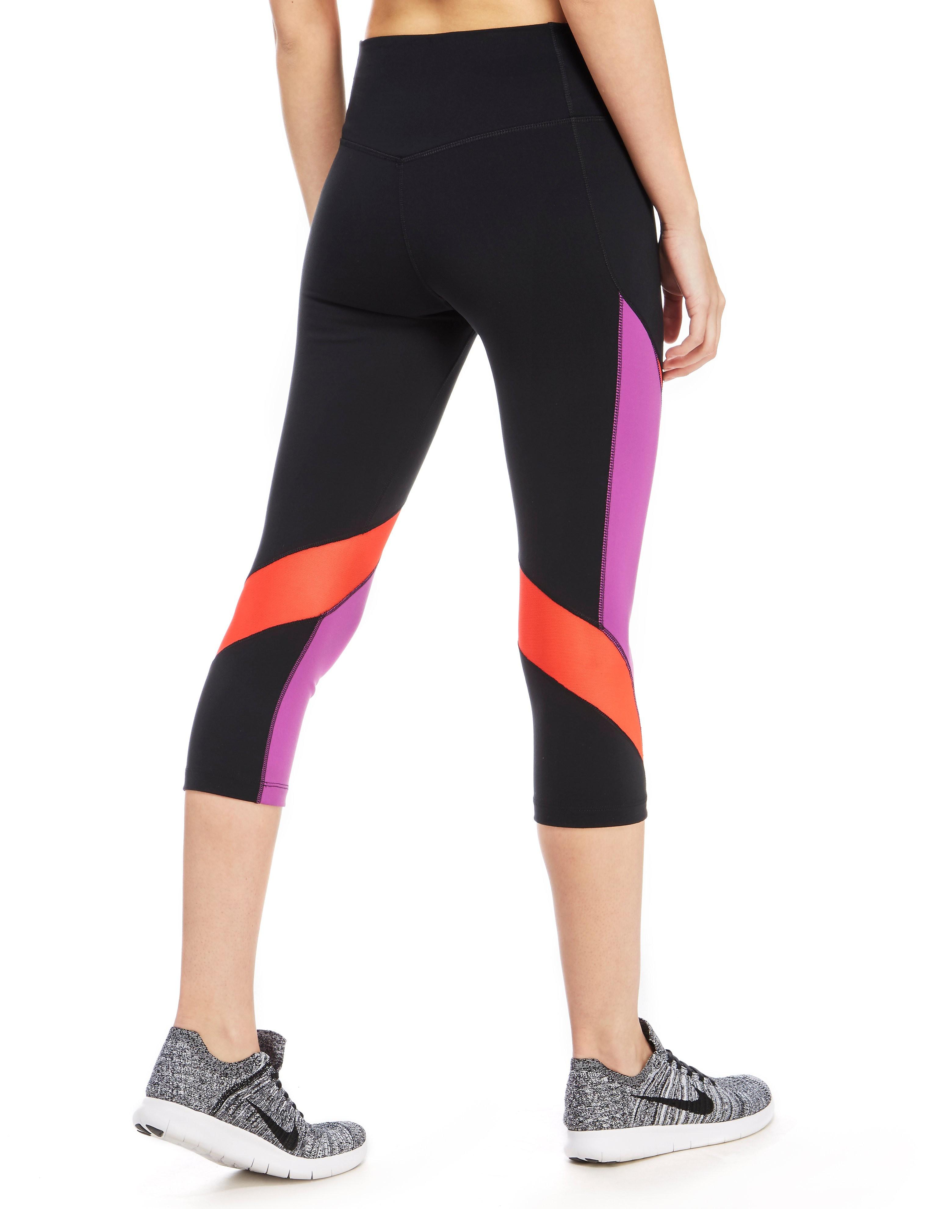 Nike Legendary Fabric Twist Capris