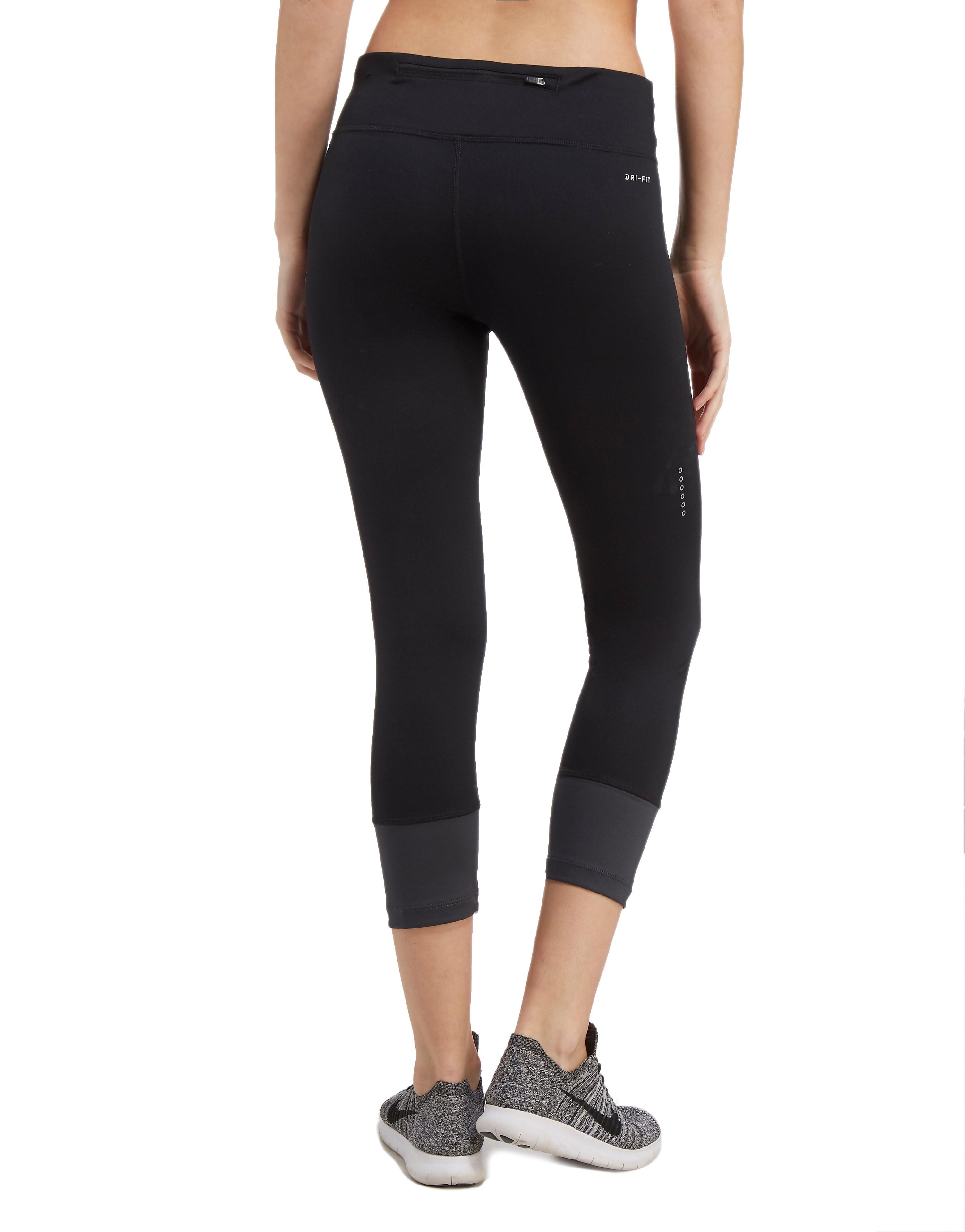 Nike Essential Swoosh Twist kurze Leggings