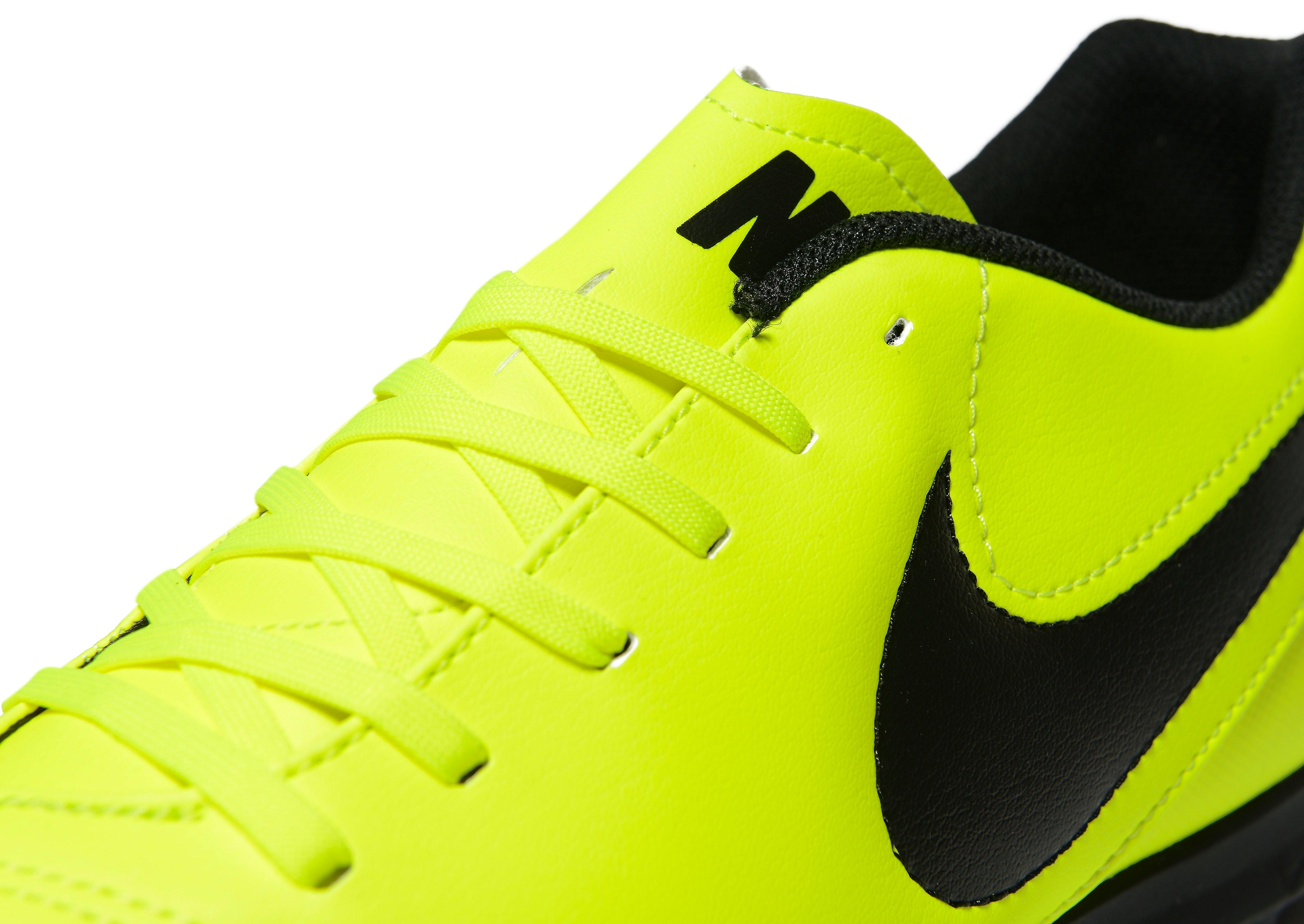 Nike Radiation Flare Tiempo Rio III Turf
