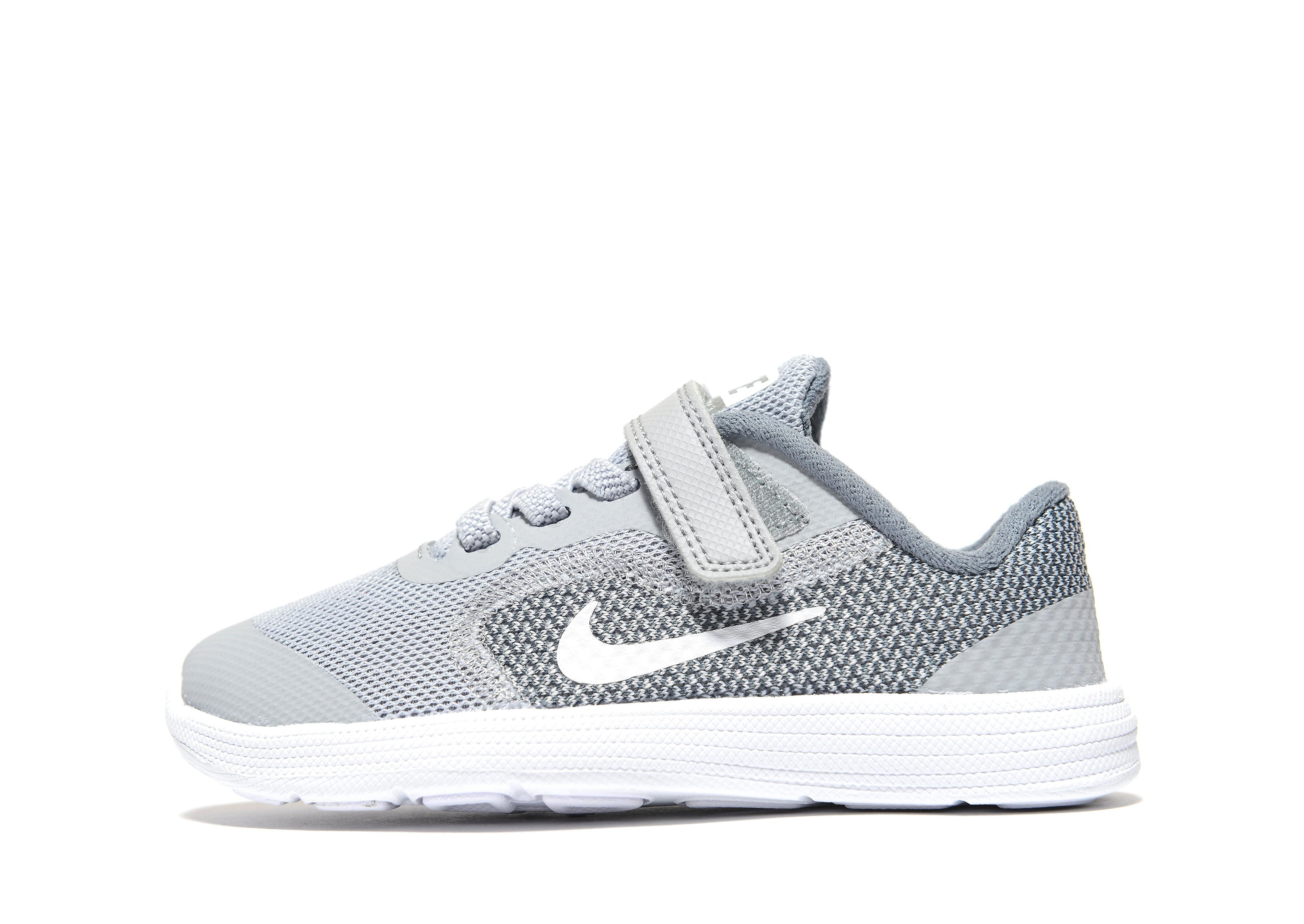 Nike Revolution 3 voor baby's
