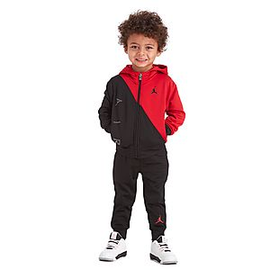 The future athletics star in kids' tracksuits Whether going to or from training, or worn during an exercise session in cooler weather, a kids' tracksuit is an essential part of a mini-pro's kit. Choose between soft cotton or breathable, quick-dry synthetics.