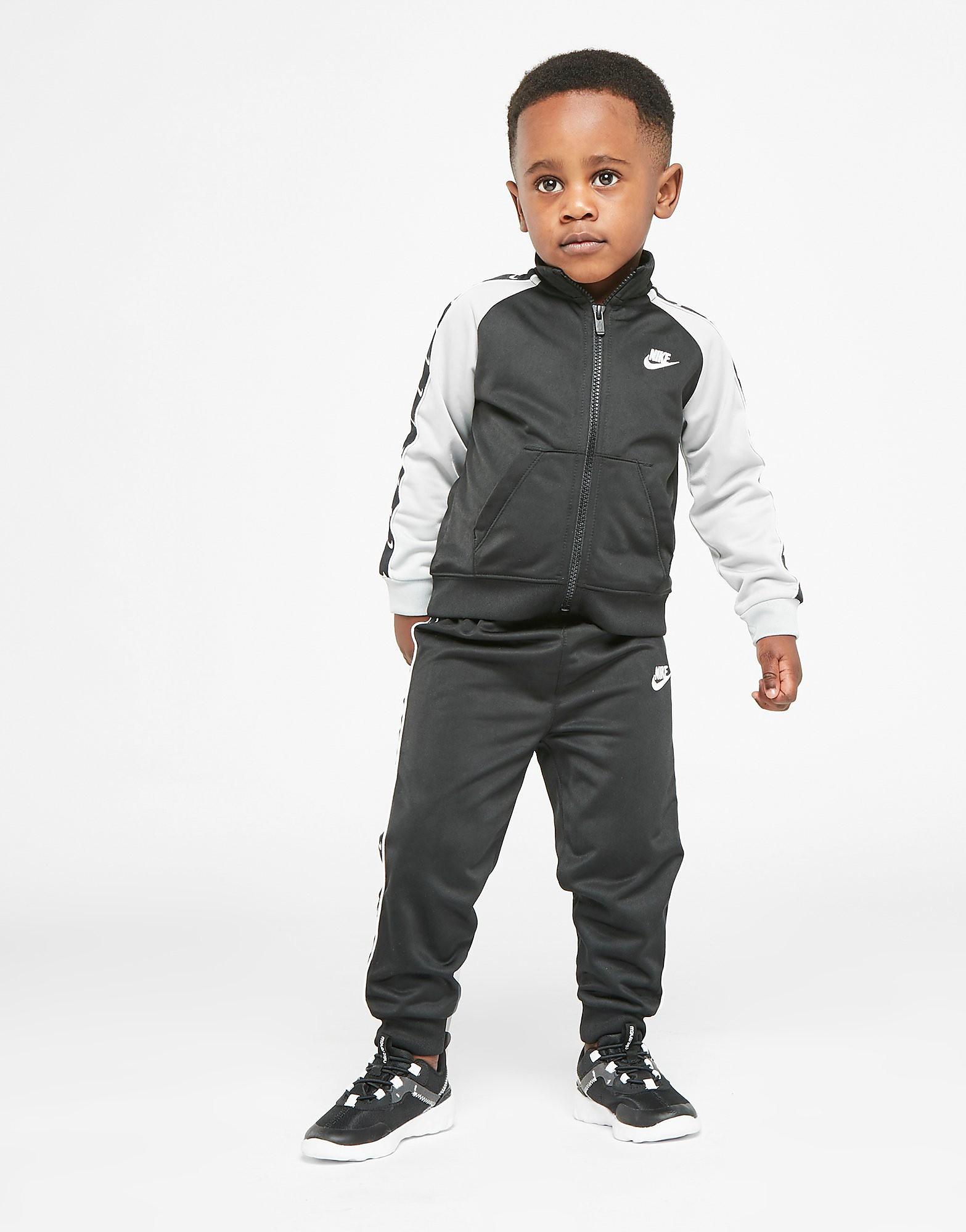 Nike Swoosh Tape Trainingspak Baby's alleen bij JD Zwart Kind Zwart