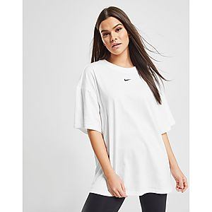 aa0e5cddbfce11 Nike Essential Boyfriend T-Shirt ...