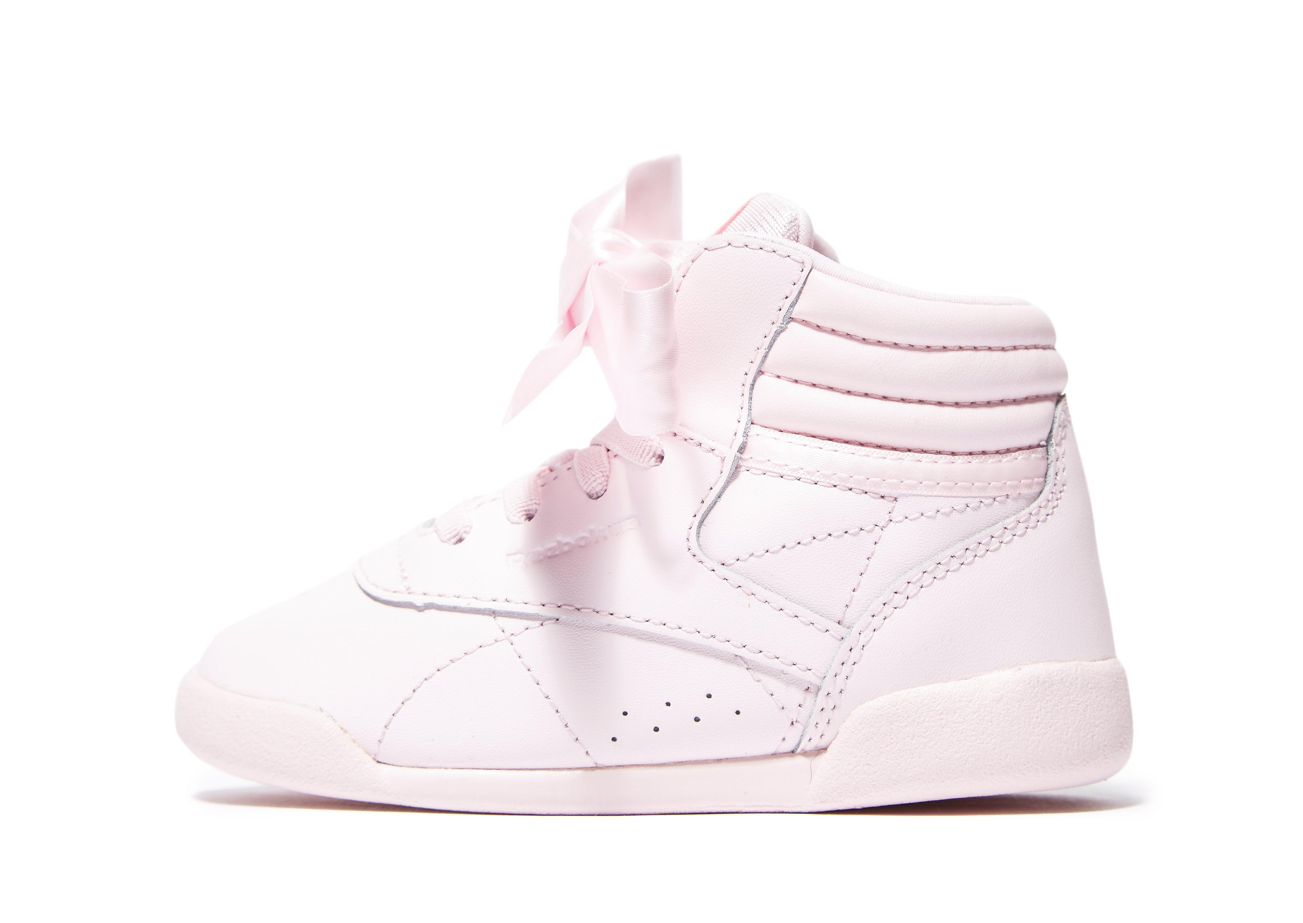 Reebok Freestyle Hi Bow para bebé