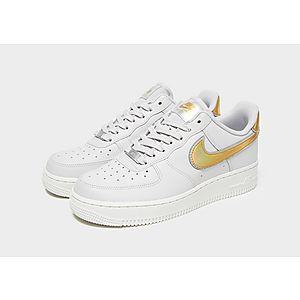 1fd9bc726e4 ... Nike Air Force 1  07 LV8 para mujer