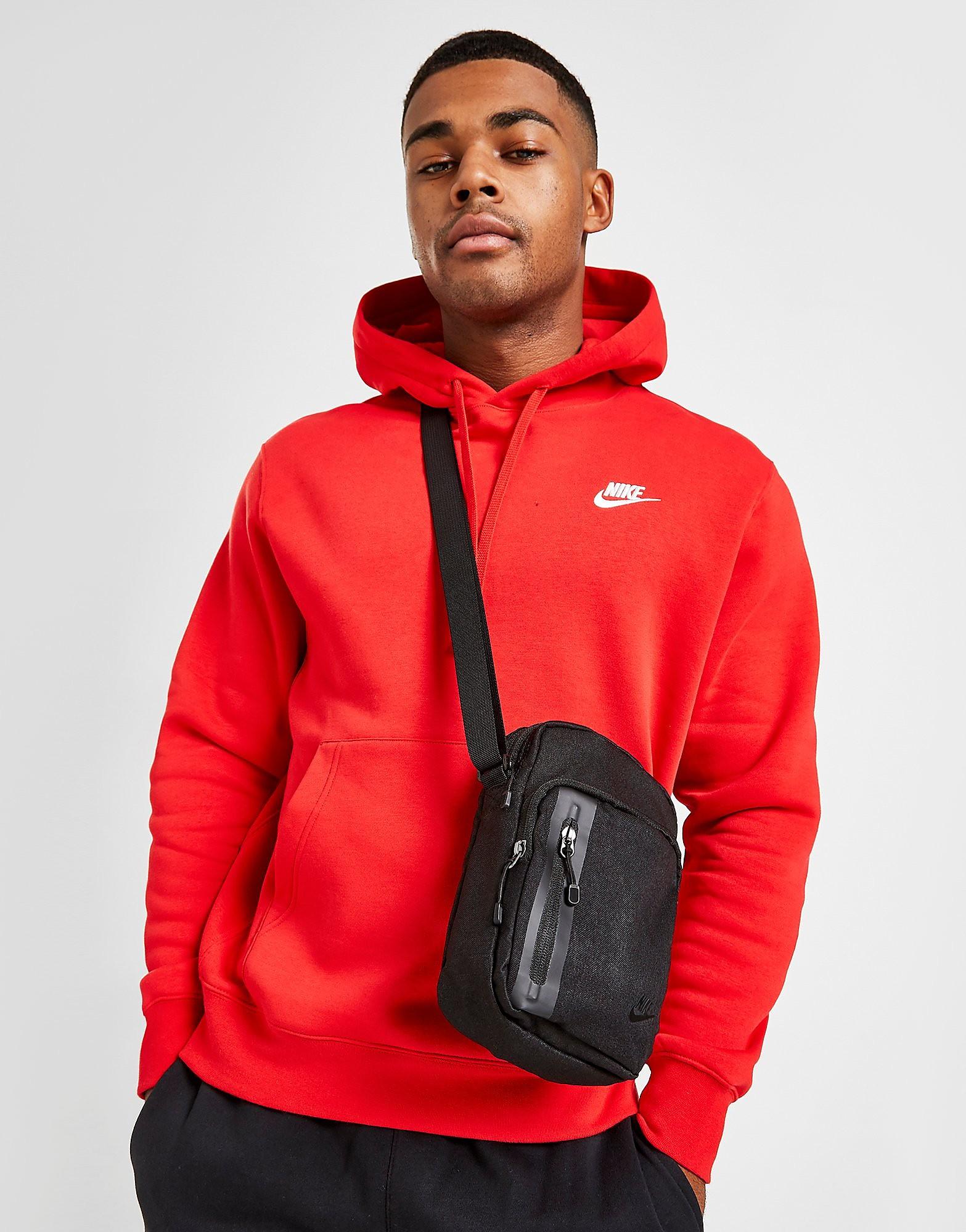 Nike Core Small Items väska