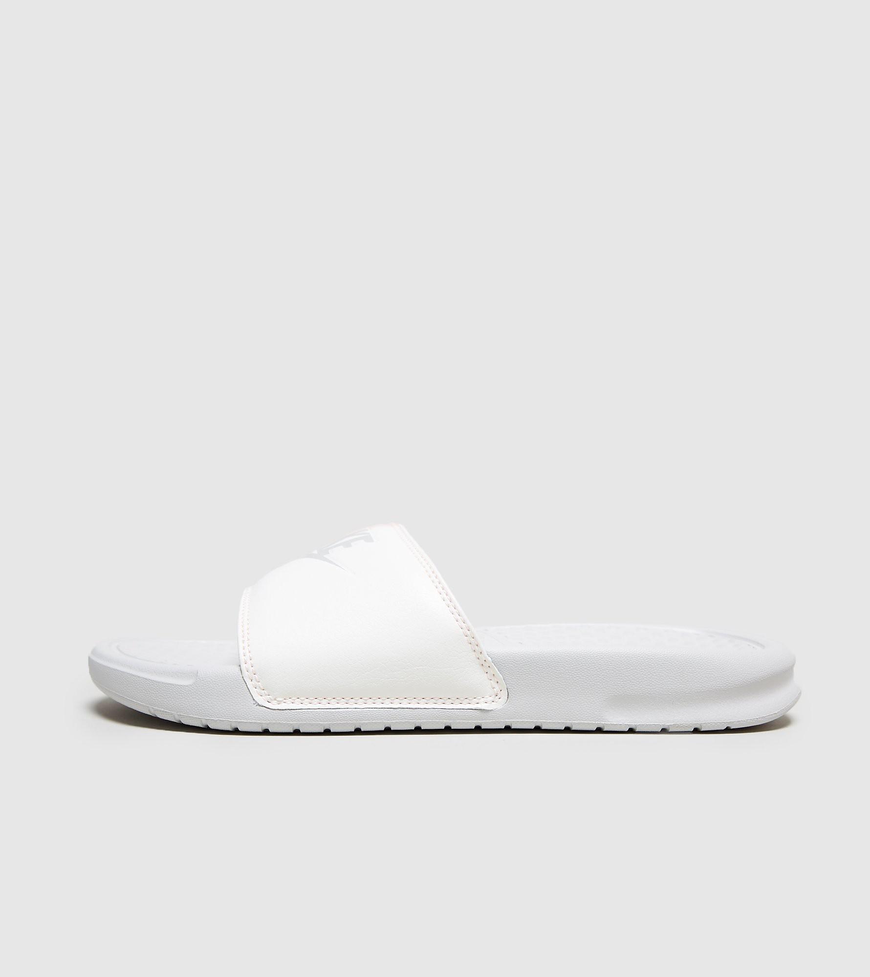 efce4f21d3b Precios de sneakers Nike Benassi baratas (menos de 60€) baratas ...