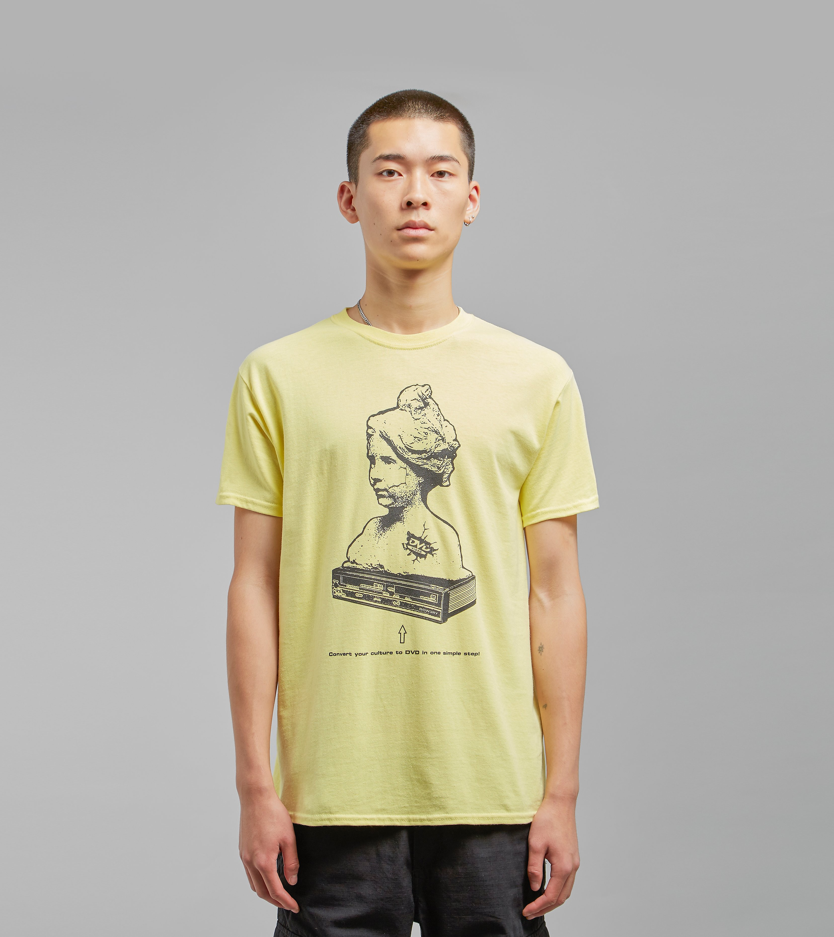 BOW3RY DVD Graphic Tee, Geel