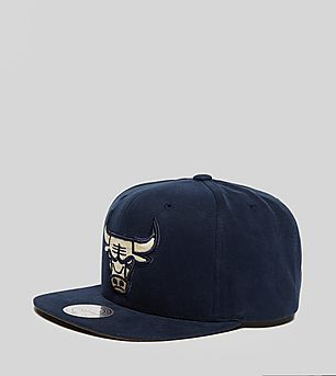 Mitchell & Ness Washed Bulls Snapback Cap - size? Exclusive