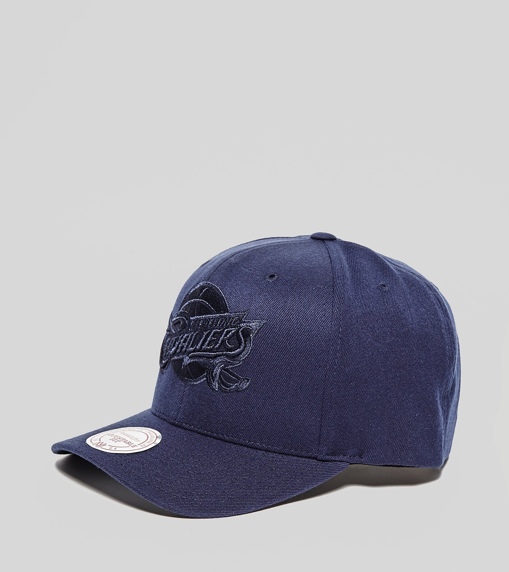 Mitchell & Ness Cleveland Cavaliers Curved Snapback Cap