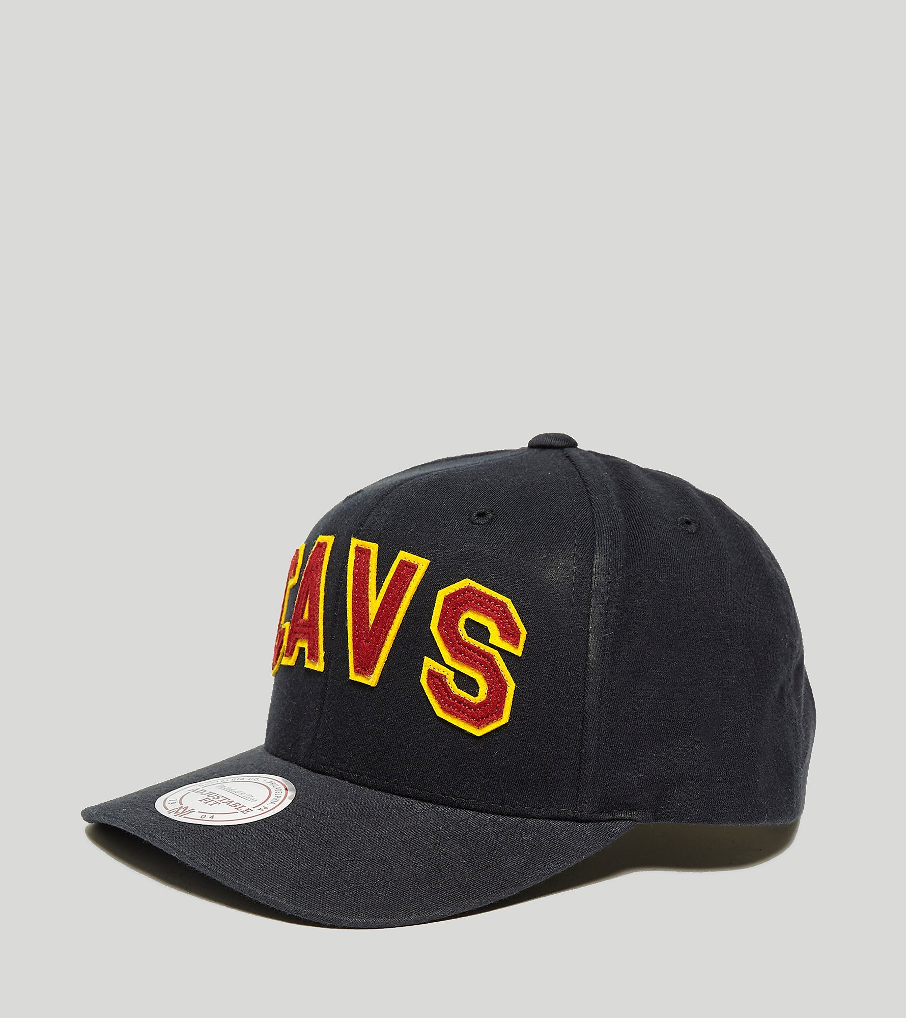 Mitchell & Ness College Curved Cavs Cap - size? Exclusive