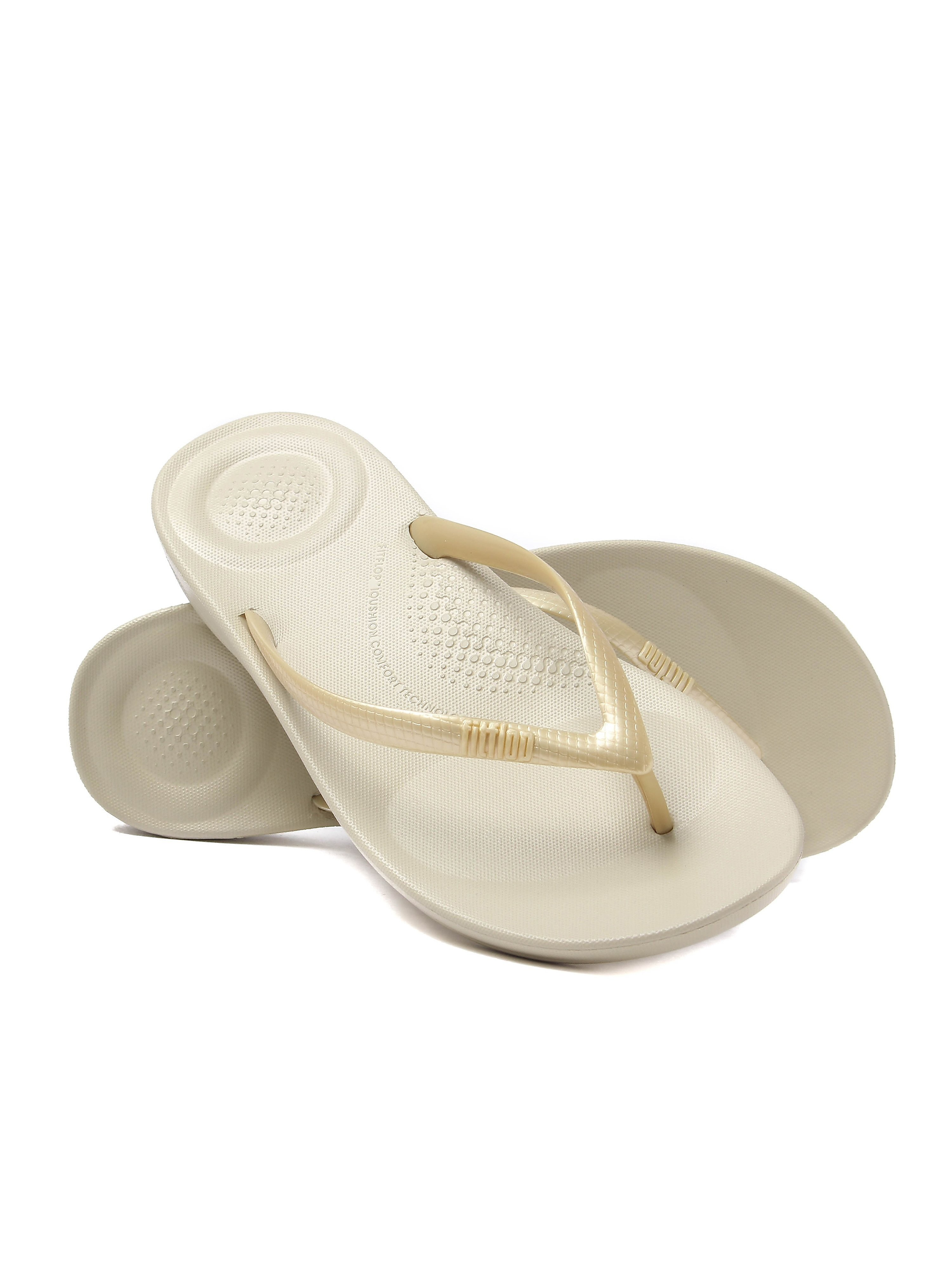 FitFlop Women's iQUSHION Ergonomic Flip Flops - Gold
