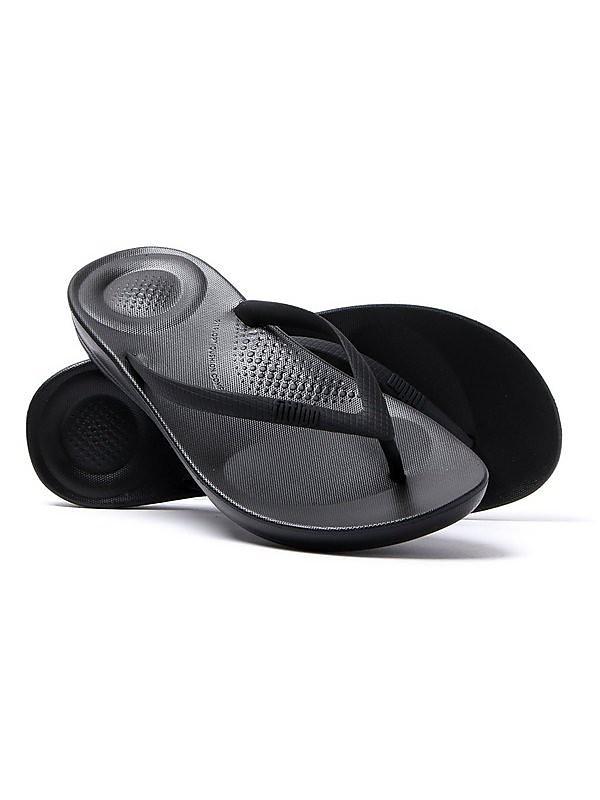 FitFlop FitFlop Women's iQUSHION Ergonomic Flip Flops - Black