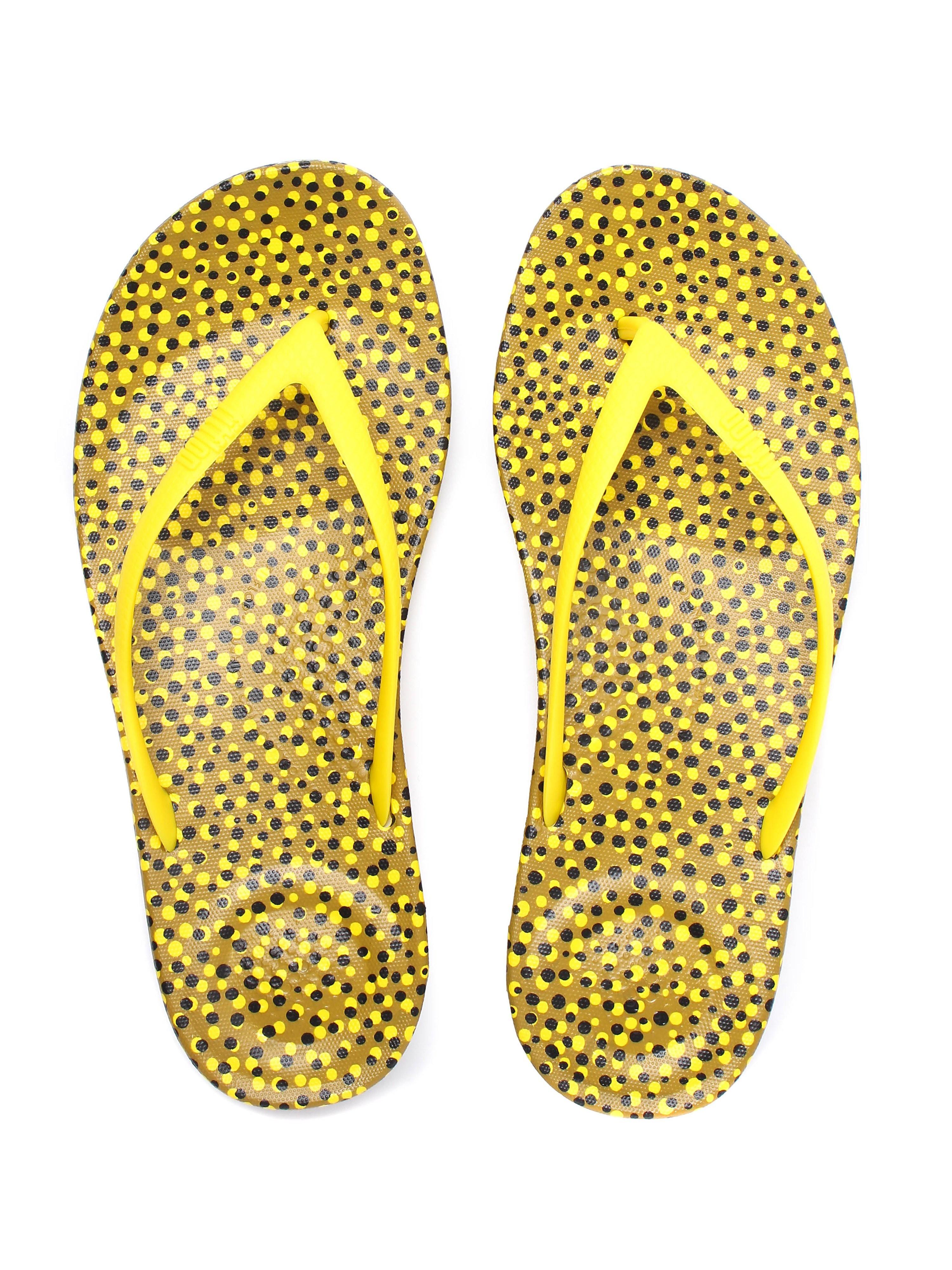 FitFlop Women's iQUSHION Ergonomic Flip Flops - Yellow Bubbles