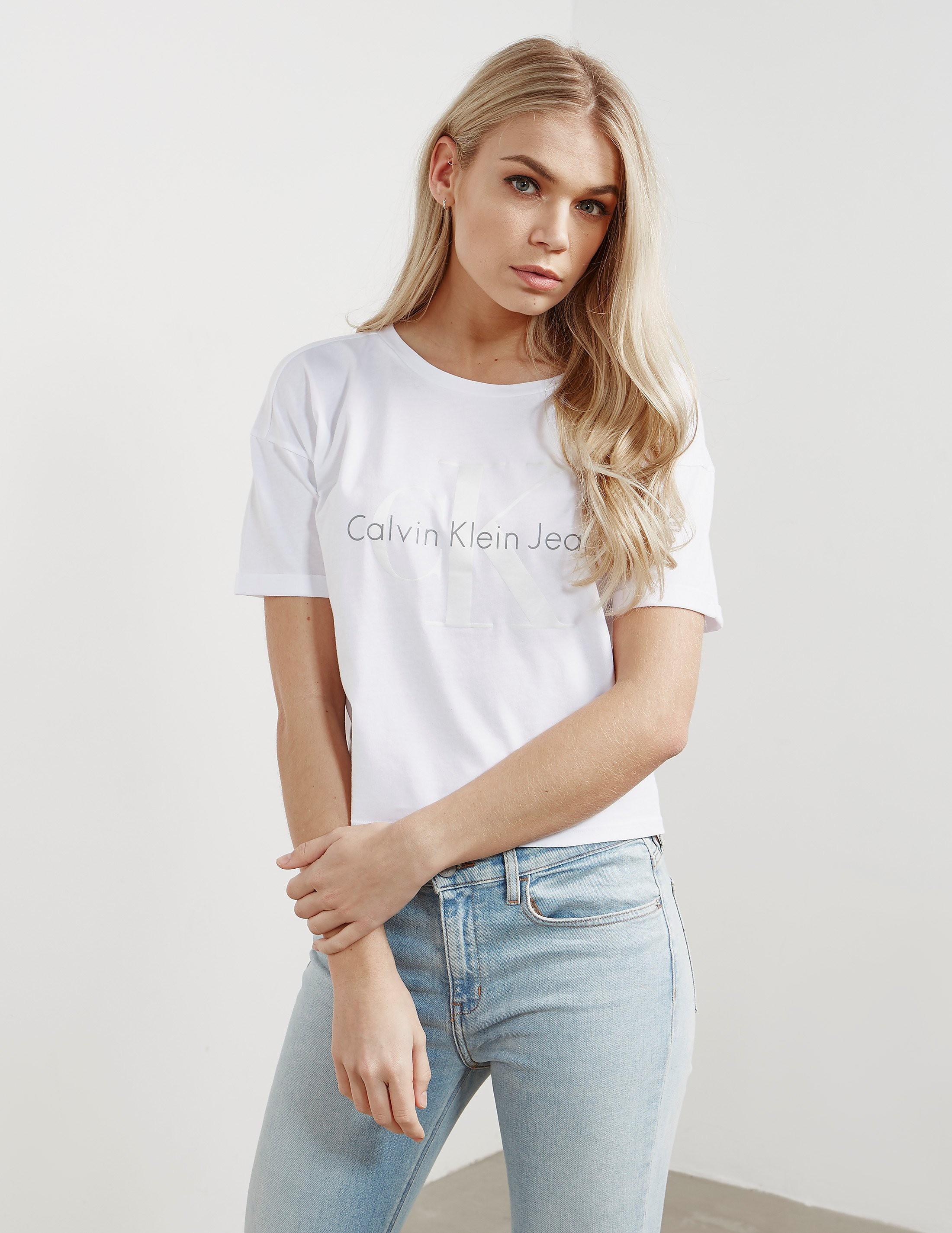 Calvin Klein Teco-22 Short Sleeve Crop T-Shirt