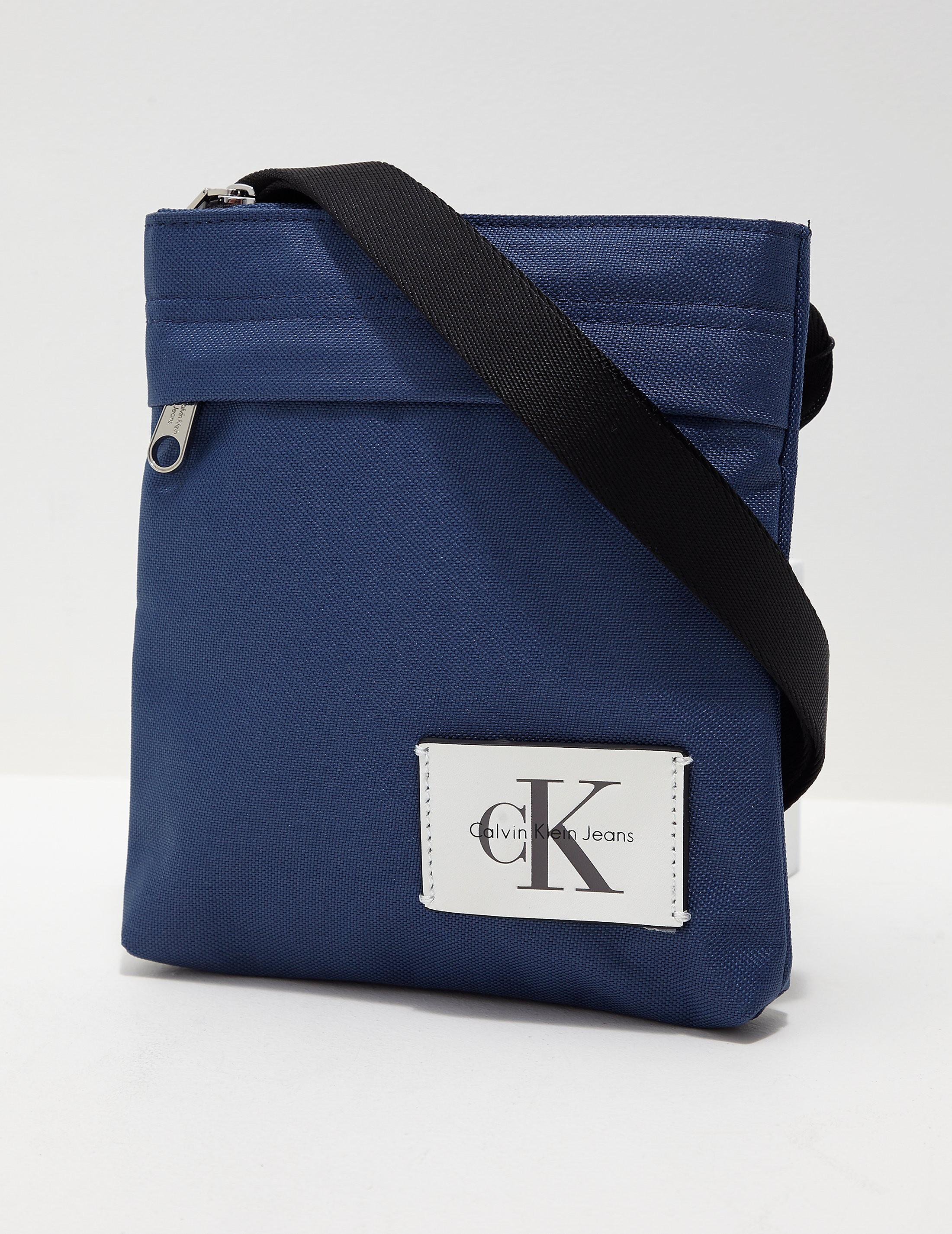 Calvin Klein Essential Small Grip Bag