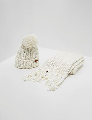014e802a9b6bc Barbour Chunky Hat and Scarf Set ...