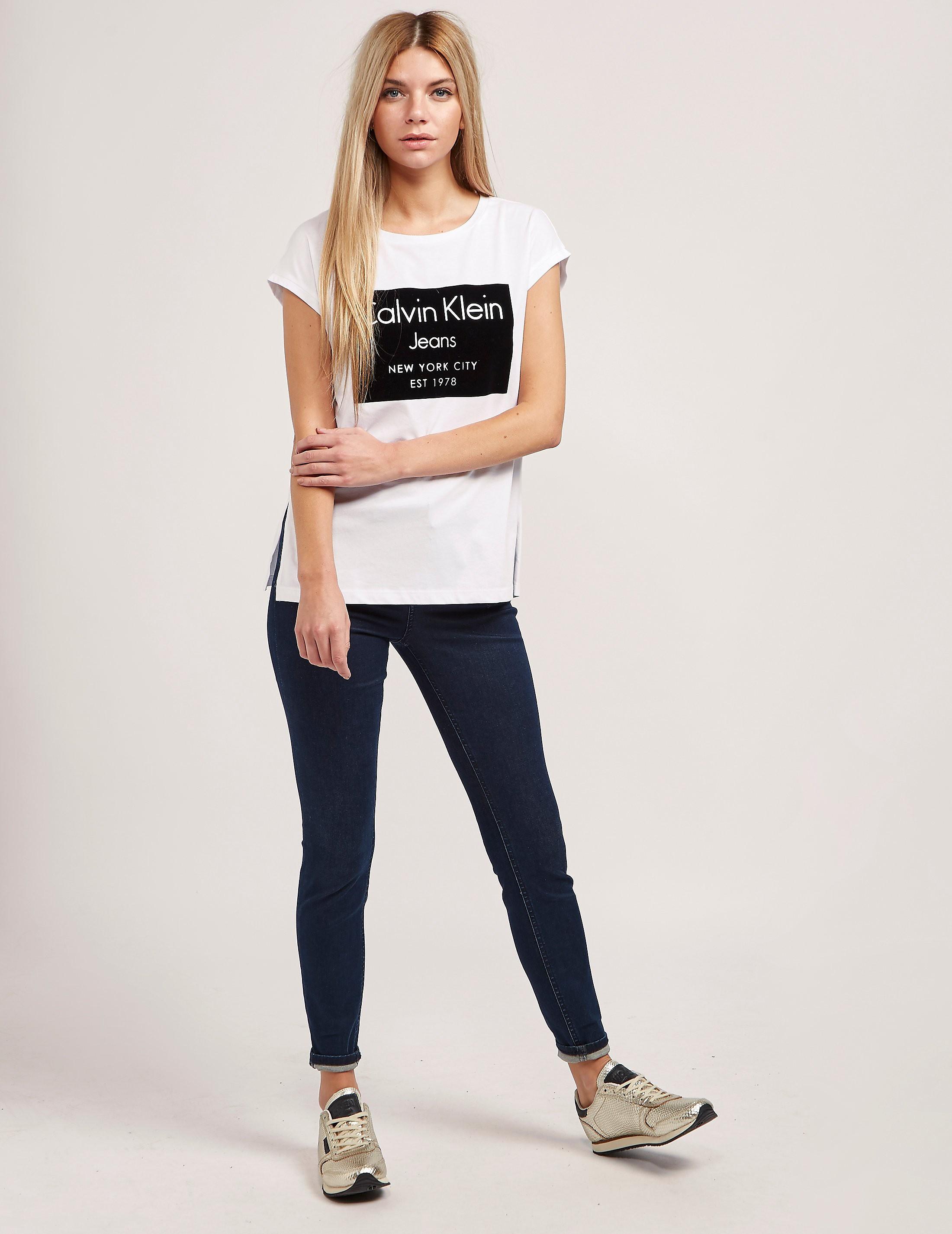 Calvin Klein Tika 22 Short Sleeve T-Shirt