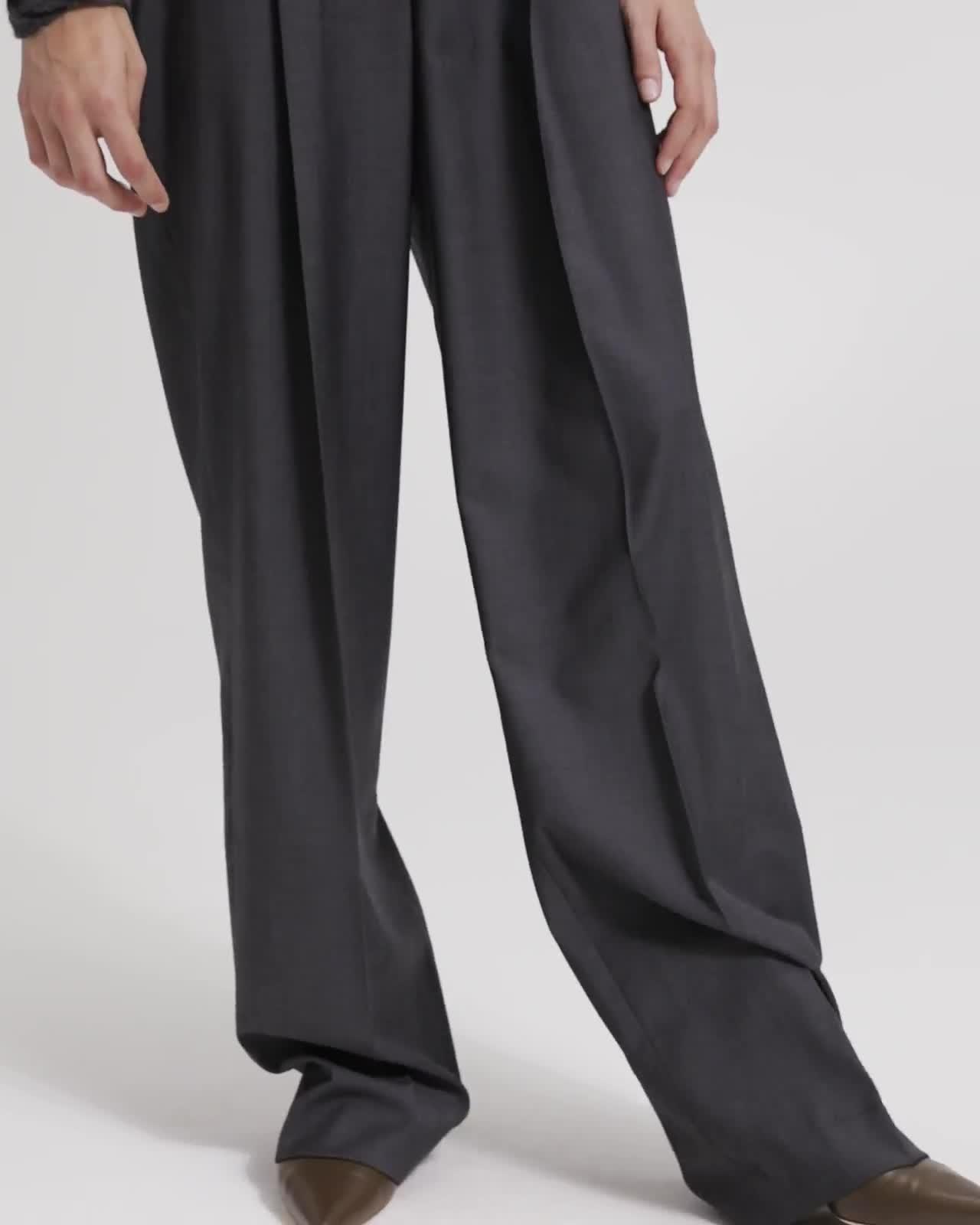 Sleek Wool Pleated Trouser